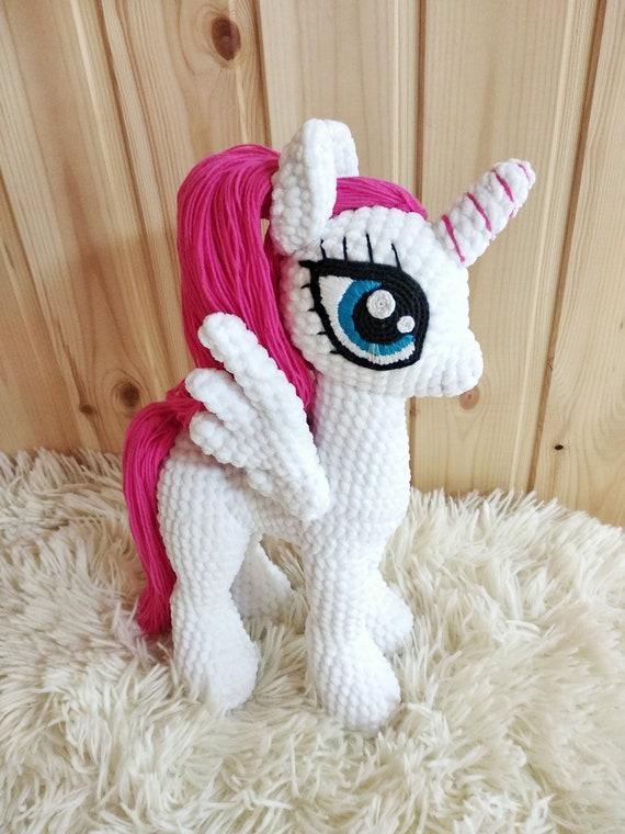 Magical unicorn free amigurumi pattern | Amigurumi Space | 760x570