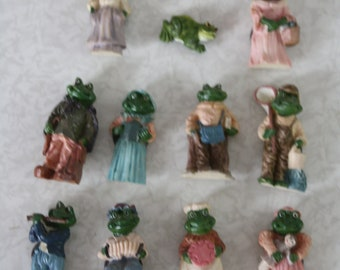 11 refrigerator magnets with frogs. In good condition. See photos. Up to approx. 5.5 cm high - 2 inches
