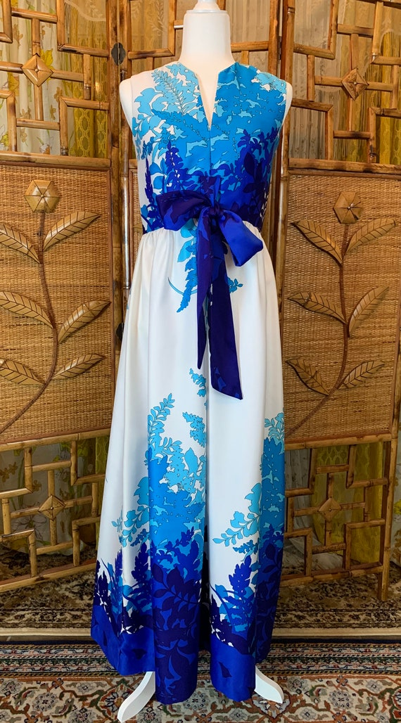 Vintage Waltah Clarke Blue and White 1960's Psyche