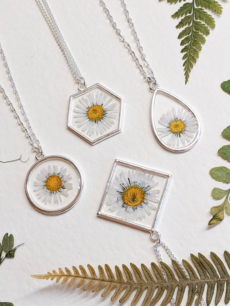 Resin Real  flower Choose plated or Sterling chain Handmade Silver plated hexagon Handmade Daisy pendant necklace Pressed flowers