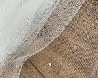 "79"" Bridal Wedding Veil,  Cut Edge - Single Layer Soft Tulle Wedding Veil with Genuine Swarovski 79"", 200 cm - Ivory , Floor Length Veil"