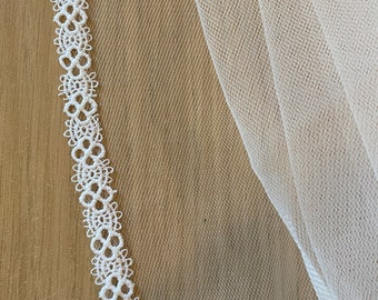 "Boho Lace Wedding Veil, Thin Boho Lace Edge - Single Layer Soft Tulle Wedding Veil, 43 inches, 110cm - Ivory Veil, 43"" Fingertip Length"