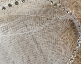 "Stunning Crystal Edge Hip Length Bridal Boutique Wedding Veil,  Single Layer, Soft Tulle Veil 100cm - Ivory Veil, 39"" Bridal Boutique Veil"