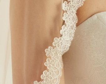 """Wedding Veil, Lace Edge - Single Layer Soft Tulle Wedding Veil, 32 inches, 82 cm - Ivory Veil, 32"""" Waist Length"""