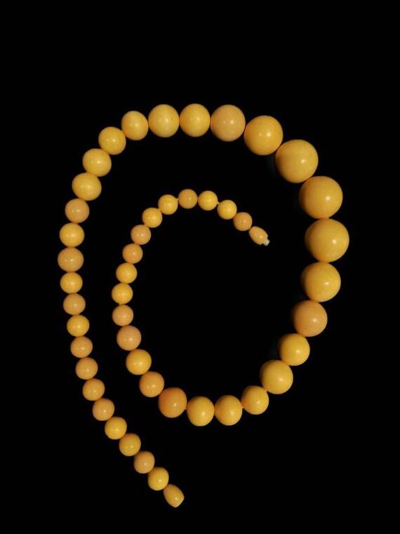 Bakelite Graduated Necklace, 1940s vintage jewelr… - image 2