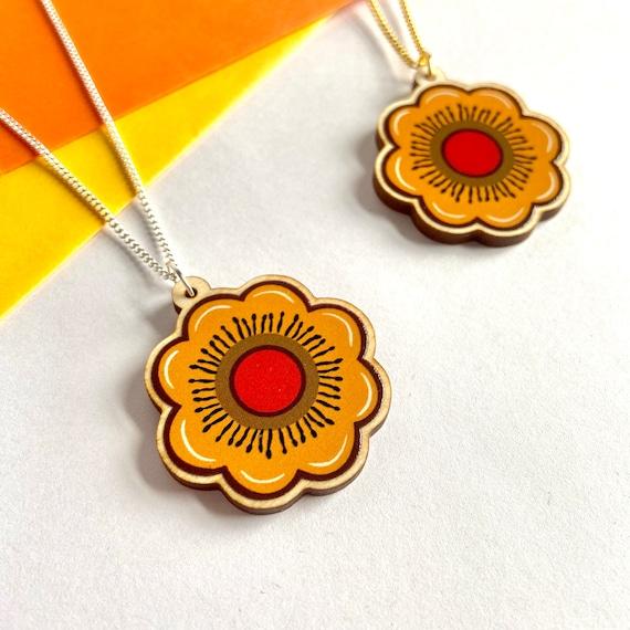 70's Flower Wooden Necklace Retro