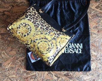 0547194879 Authentic Vintage Gianni Versace Leopard Print Shoulder Tote Bag