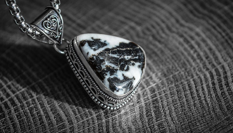 Natural White Buffalo Turquoise Native Indian Mineral Healing Gemtone Ethnic Jewelry Antique Silver Vintage Style Handmade Pendant