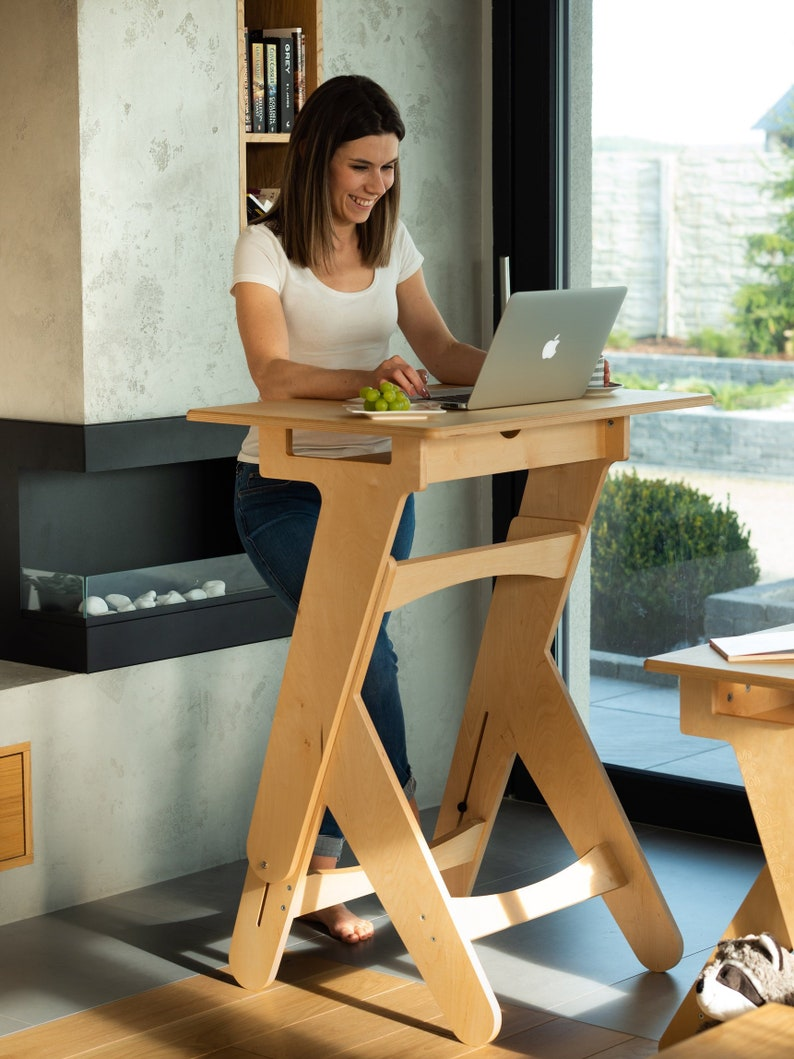 Active Desk 800  Wooden Manually Height-Adjustable Standing image 0