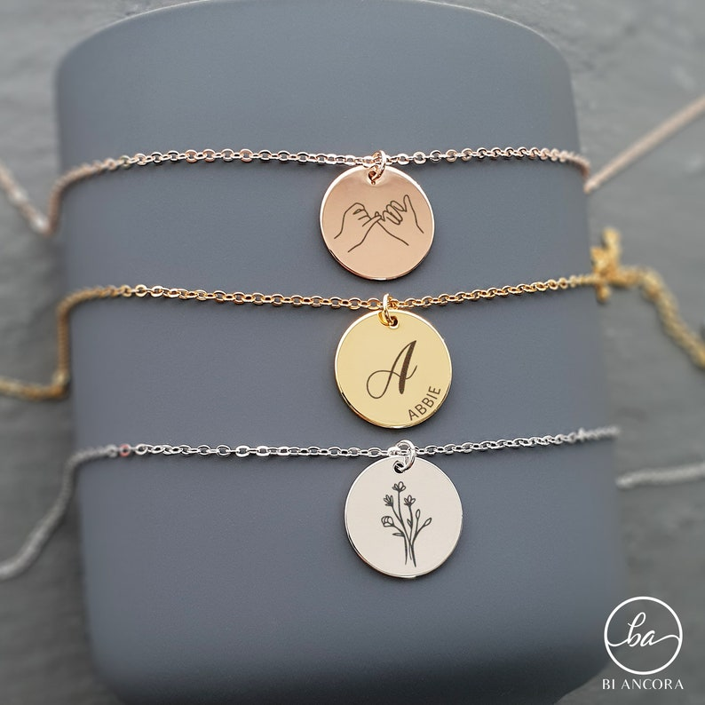 Round Name Plate Necklace Trendy Monogram Necklace Mother/'s Day Gift Modern Engraved Coin Initial Necklace Custom Disc Necklace