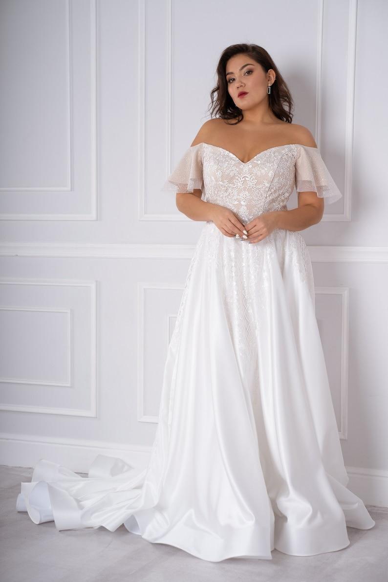 Choosing the right plus size wedding dress