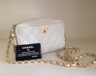 c4ad7f3f58 Beautiful Vintage Chanel White Caviar Leather Camera bag style shoulder bag