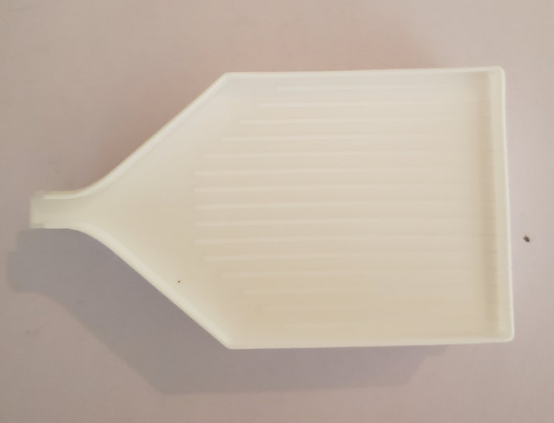 White tray with spout set of 4
