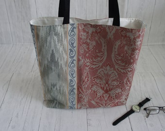 Recycled woven fabric shopping bag with internal zip pocket. Strong, fully lined and machine washable.