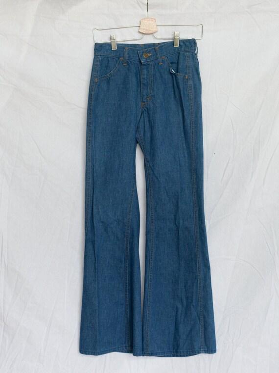 vintage 1970s lee jeans, flare, midwash, mid rise,