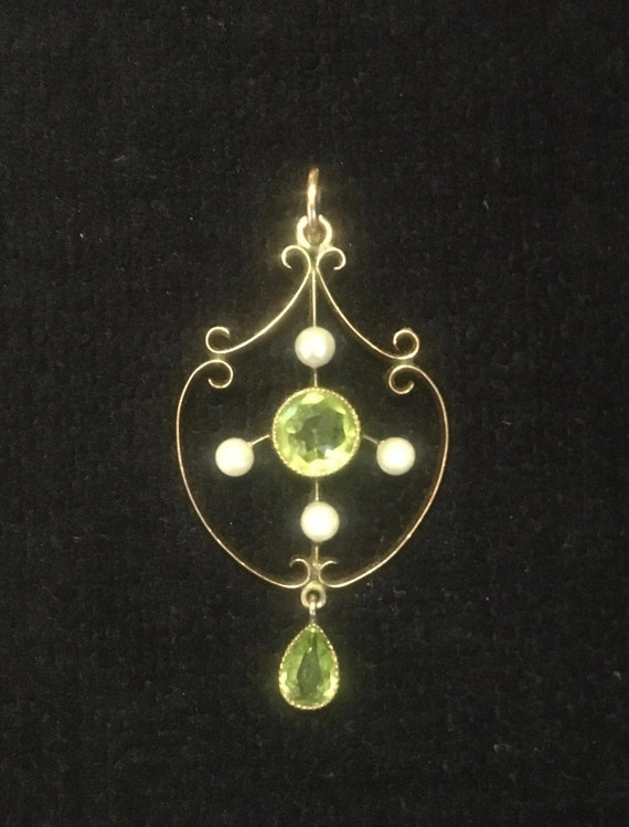 Art Nouveau peridot and gold pendant