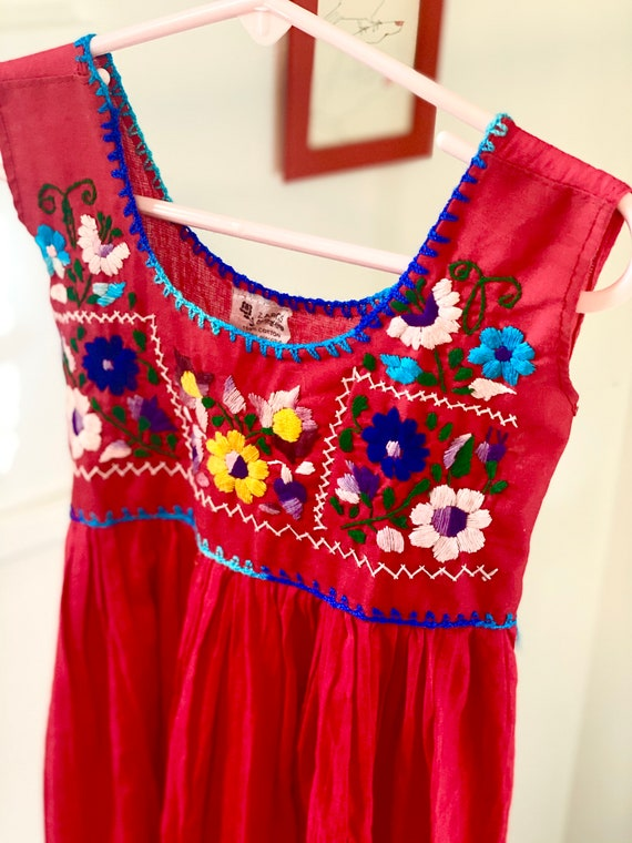 Vintage 1970's embroidered floral Puebla Mexican t