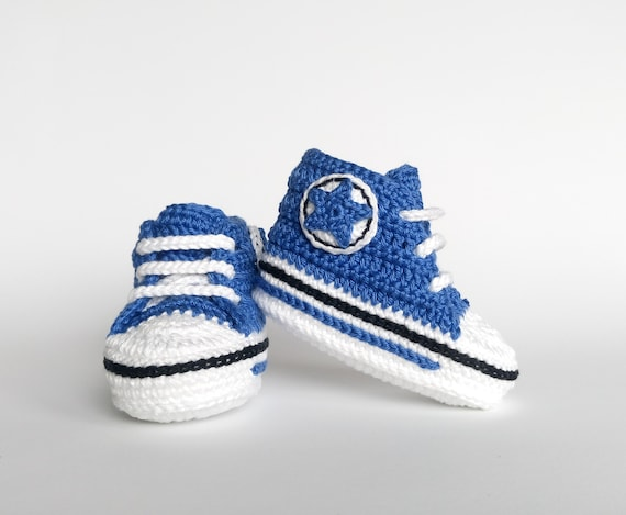 Crocheted baby boy blue shoes / Newborn