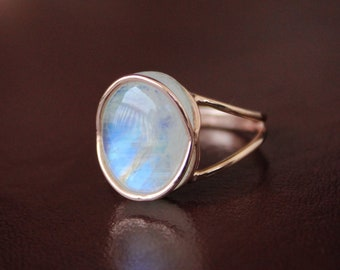 Blue Moonstone Hammerbeat Silver Ring,Triangle Shaped Blue Moonstone Ring,Handmade Ring,Hammerbeat Gemstone Ring,Gemstone Jewelry