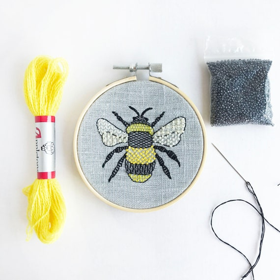 Bumble Bee Embroidery Kit, Animal Needlecraft Kit, Modern Embroidery Pattern, Hoop Art Embroidery DIY, Hand Sewing Kit, Home Craft Project