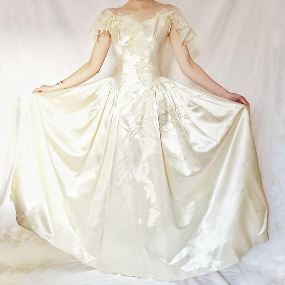Vintage 1940s satin wedding dress