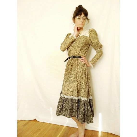 Vintage 1970s calico cotton prairie dress