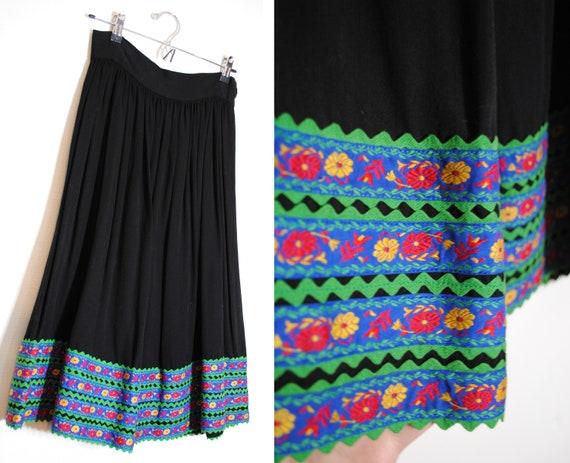 vintage 40s 50s ribbon embroidery folk skirt gathe