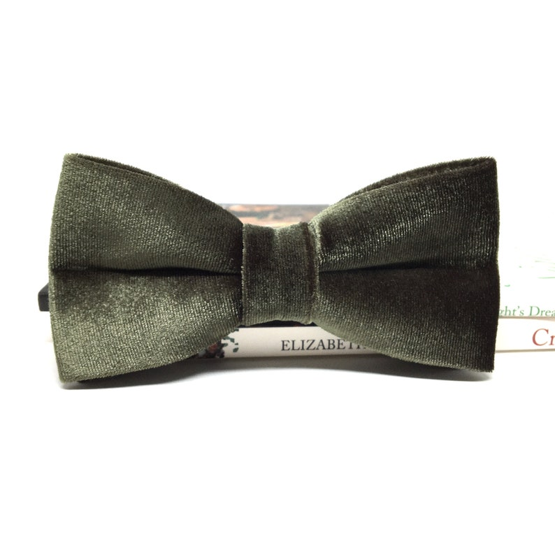Groom bow tie Bow ties for men Olive Green Velvet Bow tie Groomsmen Bow tie Green Bow Tie Ring bearer bow tie Wedding bow tie