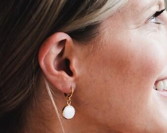 Dainty Shell Earrings/ Shell Hoops/ Beach Earrings/ Minimal Jewels/ Minimalist Earrings/ Natural Sea Shell Earrings/ Gold Huggie Earrings