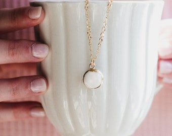 Dainty Shell Necklace/ Shell Necklace/ Beach Necklace/ Minimal Jewels/ Minimalist Necklace/ Natural Sea Shell Necklace/ Gold Dainty Necklace