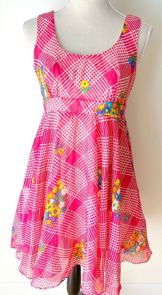 Vintage 1960s 1970s Pink Floral Psychedelic Mini D