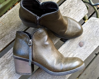 Pearl Grey Leather Wedge Boots Ankle Leather Boots Great Conditions Made in Spain SIXYSEVEN Woman EU Size 38 US Size 7