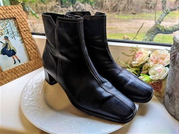 Black ankle boots leather women shoes soft comfy Ecco vintage medium heels Size 5 UK/ 7.5 US/ 38 EU