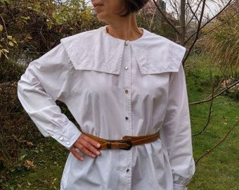 Vintage Y2K White Metallic Blouse w Empire Waist Silhouette Women/'s Small Mid Sleeve Collared Shirt Shiny Foil Silver Thread