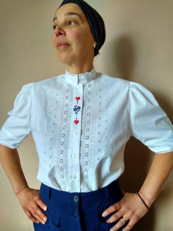 Vintage Alpine blouse. Puffy short sleeve eyelet e