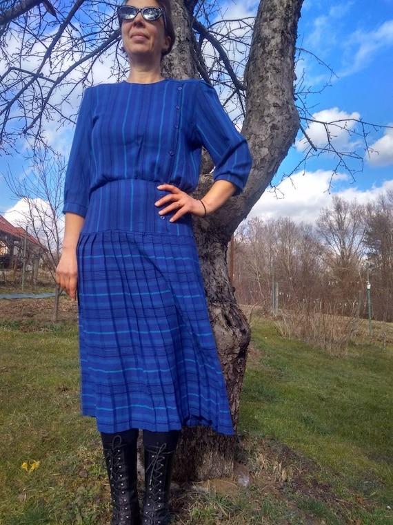 Vintage 80s blue pleated midi dress. High waist, p