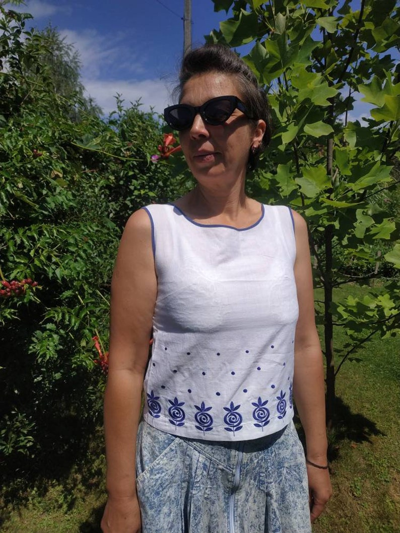 Vintage 60/'s white cotton sleeveless top with blue floral embroidery.