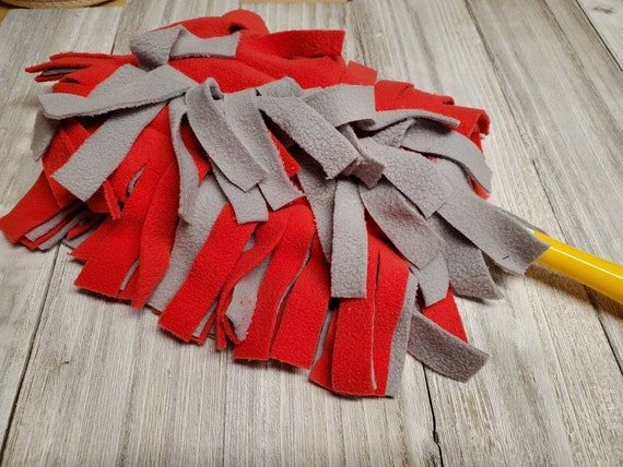Grey washable feather - red- reusable - eco-friendly - zero waste