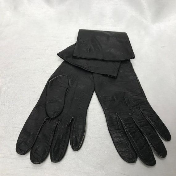 Black and white evening lamb leather vintage glove