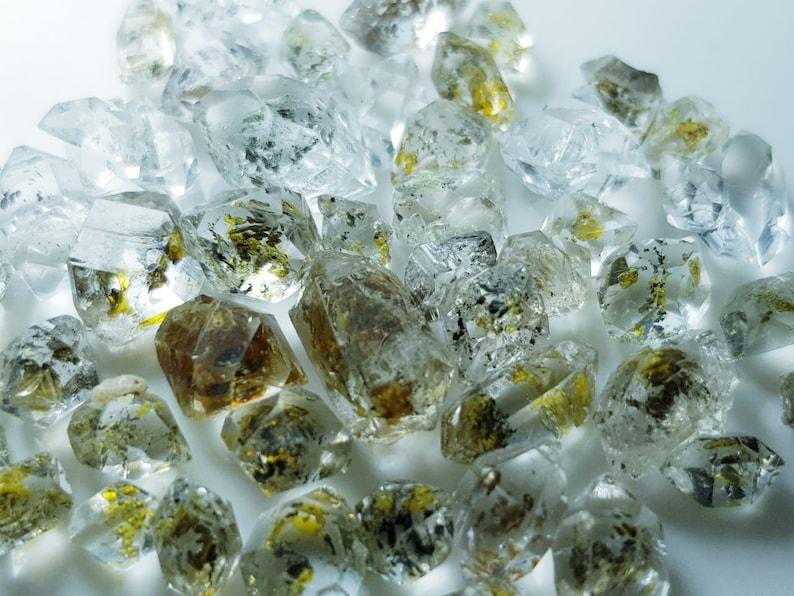 Rough Petroleum 63 Carat Very Top Quality Rare Petroleum Diamond Quartz Crystals Lot Fully Terminated High Luster Petroleum Diamond Quartz
