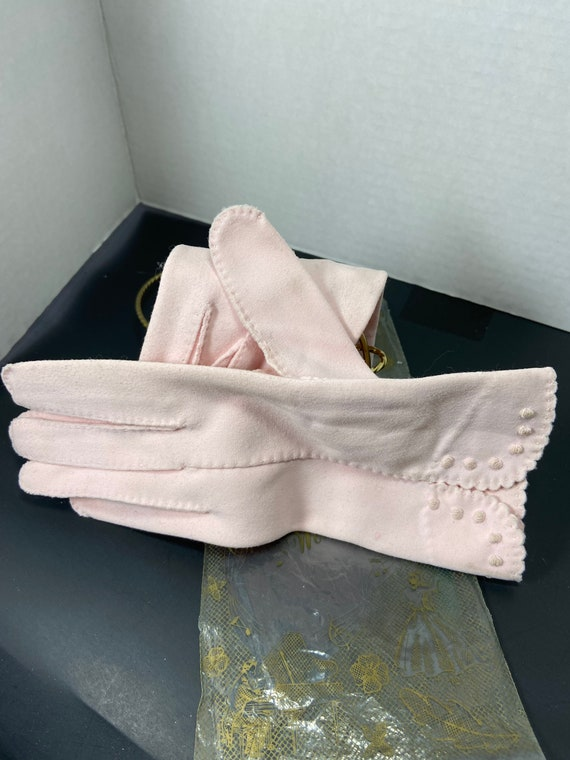 Exquisite 1950s delicate knit pink evening gloves