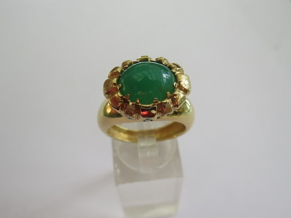 1970S 18CT GOLD EMERALD DRESS ring