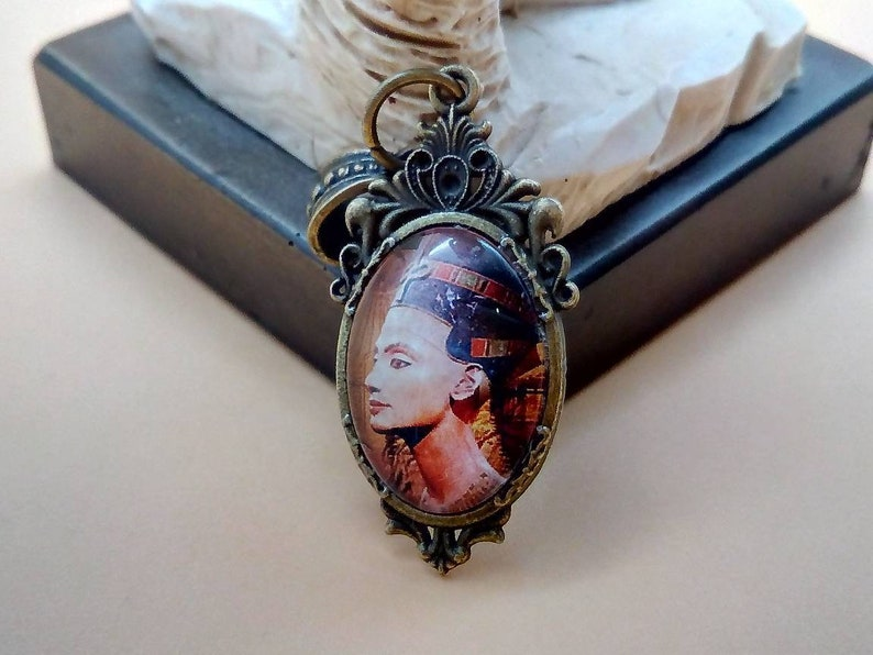 1.57*0.78 inches Art Deco pendant with the image of the Egyptian Beauty Nefertiti 20x40 mm
