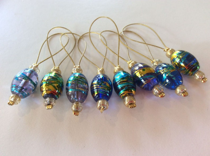 8 beautiful glass bead stitch markers, Shiny blue markers for knitting