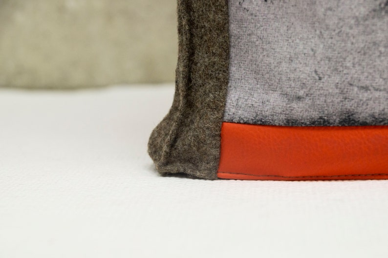 Wool bag with Mountain Motif variant Orange Stripes