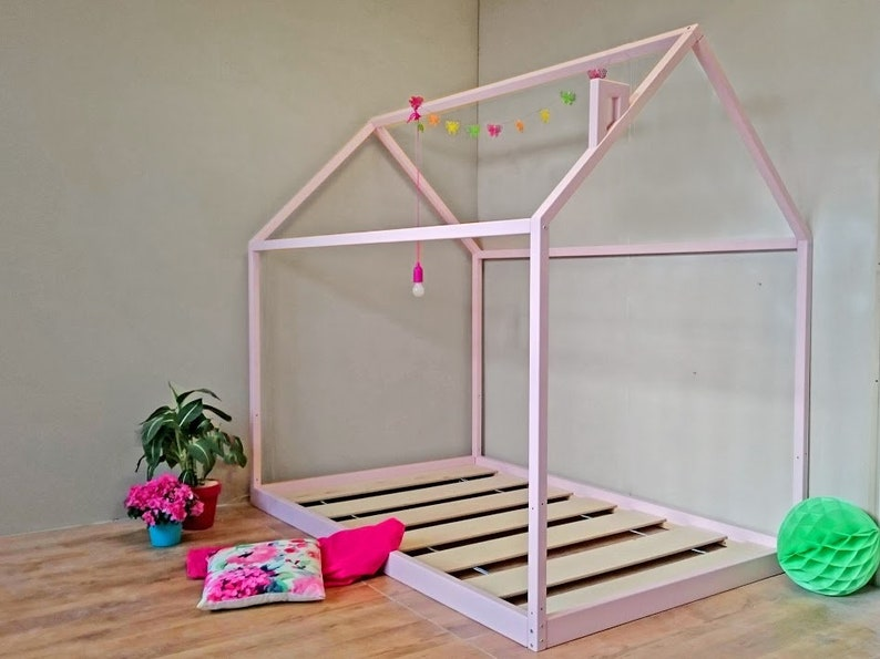 Lit cabane Montessori avec sommier