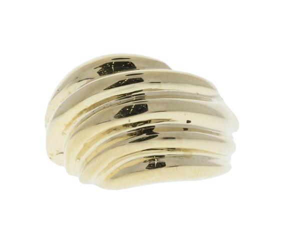 Scallop design gold ring