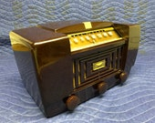 Vintage 1947 RCA Victor Golden Throat AM tube radio model 66X11 in a stunning Bakelite case, Art Deco MCM table mantel working