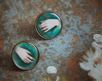 The Hands of Ophelia, victorian brooches with Illustrations 20 mm, 2 x pin badge, victorian hands, victorian  collar tips