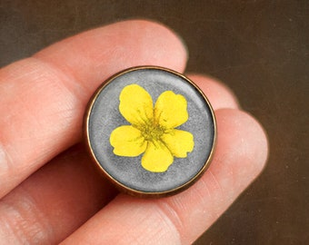Pin with Yellow Buttercup, Ophelia's bouquet by Shakespeare, Jewelry with field flowers, Brooch in a cabochon style with art print, 20 mm